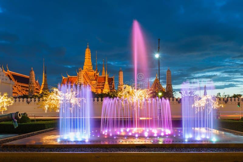 Wat Phra Kaew, temple d'Emerald Buddha, palais grand au twil photos libres de droits