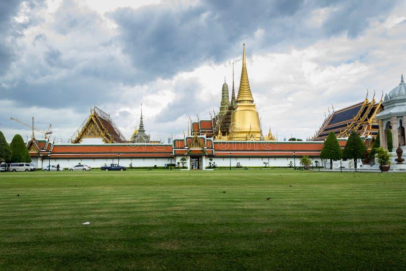 Wat Phra Keaw在多云天 免版税库存图片