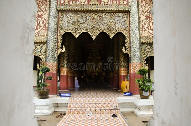 Wat Phra That Lampang Luang em Lampang, Tailândia foto de stock royalty free
