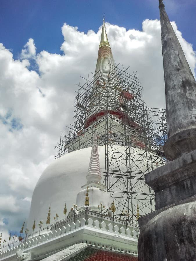 Wat Phra Mahathat pagod arkivbilder