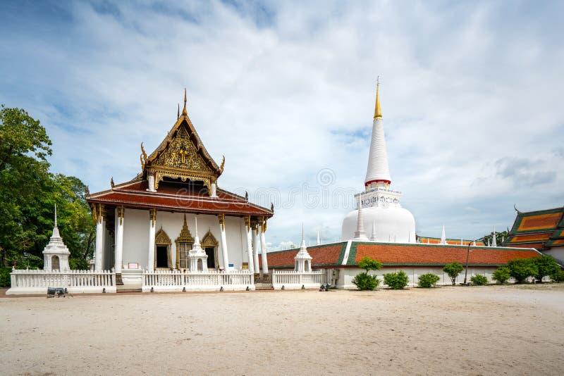 Wat Phra Mahathat Woramahawihan con el cielo agradable en Nakhon Si Thammarat en Tailandia foto de archivo