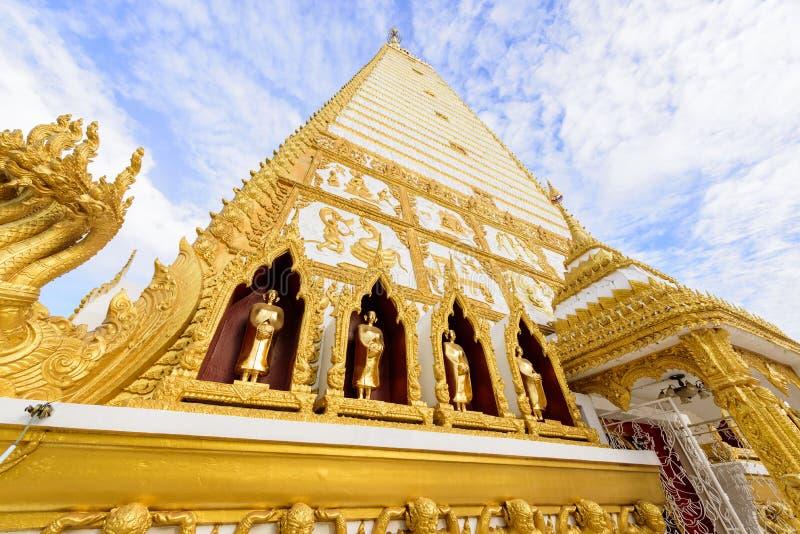 Wat Phra That Nong Bua di mattina a Ubon Ratchathani, Tailandia fotografie stock libere da diritti