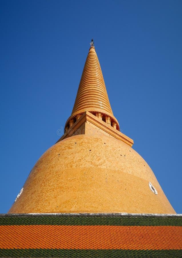 Wat Phra Pathom Chedi, o stupa o mais alto no mundo, edifício budista fantástico em Nakhon Pathom fotografia de stock