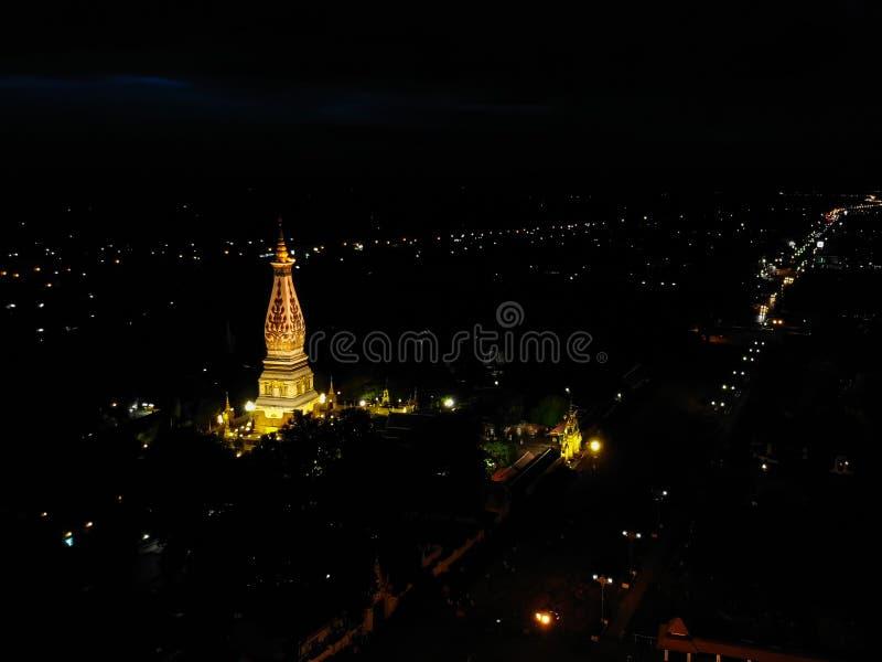 Wat Phra That Phanom i Thailand royaltyfria bilder