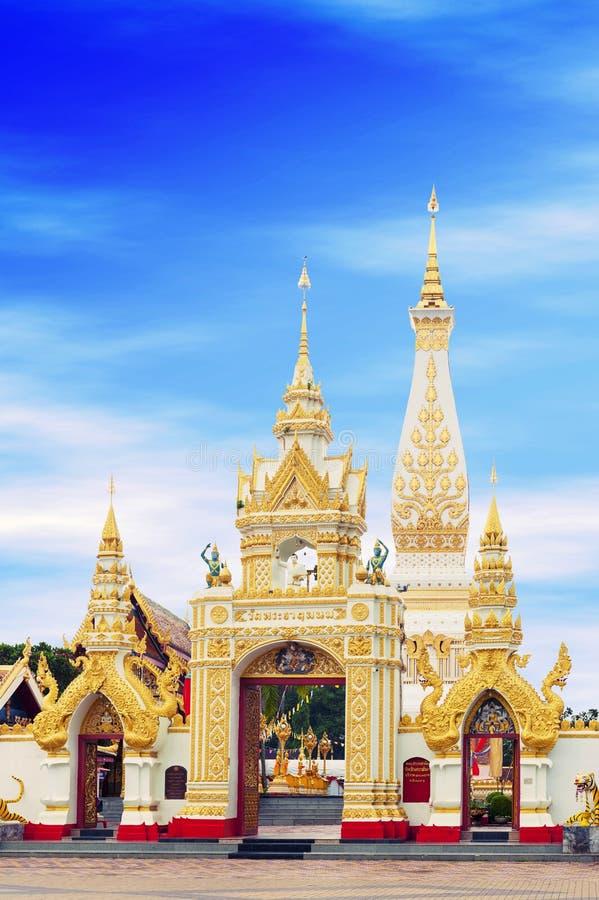 Wat Phra That Phanom inhyser den berömda stupaen som innehåller benet för bröstet för Buddha` s i det Nakhon Phanom landskapet, n arkivbild