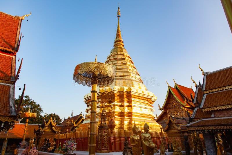wat Phra que templo de Doi Suthep Buddhist em Chiang Mai, Tail?ndia foto de stock royalty free