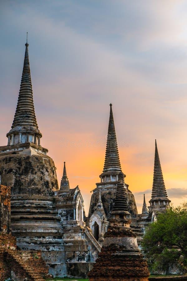 Wat Phra Si Sanphet bij zonsondergang, Ayutthaya, Thailand stock afbeeldingen