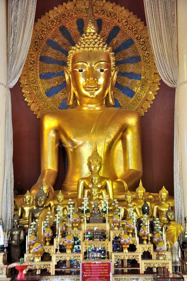Download Estátua Dourada De Buddha Em Wat Phra Singh Imagem de Stock - Imagem de buddhist, destinos: 29825445