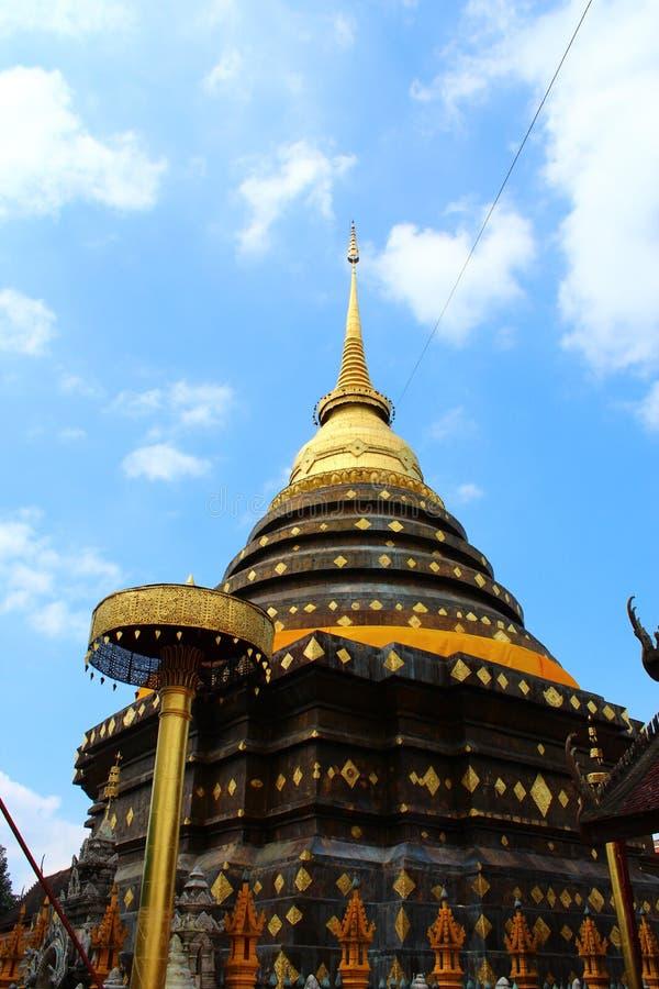 Download Wat Phradhart Lampangluang стоковое изображение. изображение насчитывающей святейше - 41656225