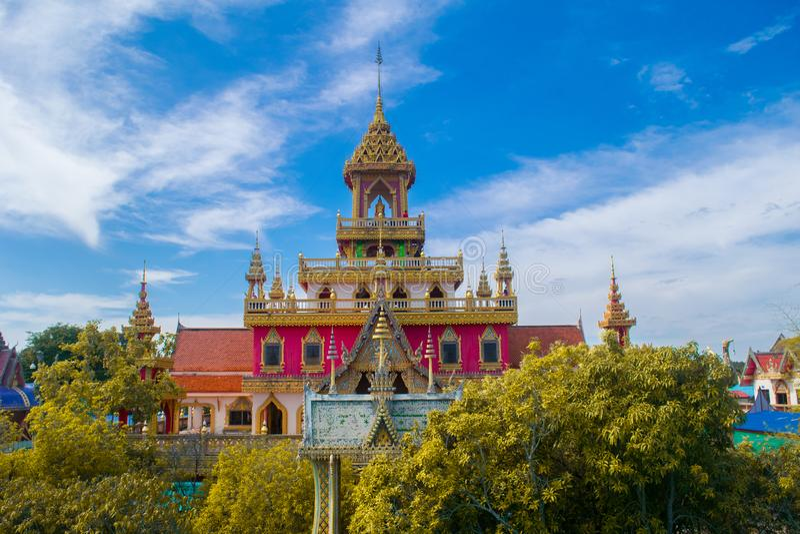 WAT PHRATHAT RUENG荣寺庙在四色菊,泰国 图库摄影