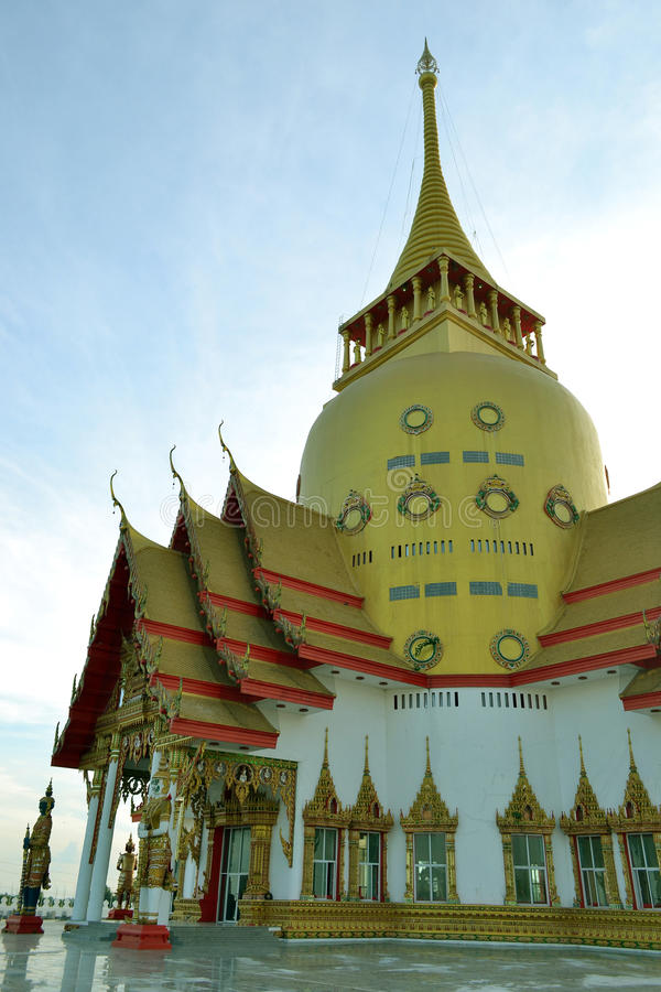 Wat Phrong-Akat (den buddistiska templet i Chachoengsao) arkivfoton