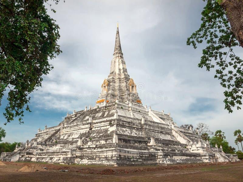 Wat Phu Khao Thong, tempio buddista nella provincia di Ayutthaya Tailandia fotografia stock