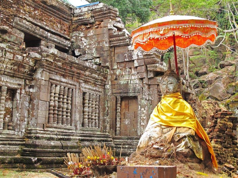 Wat Phu-tempel met steen Boedha stock afbeeldingen