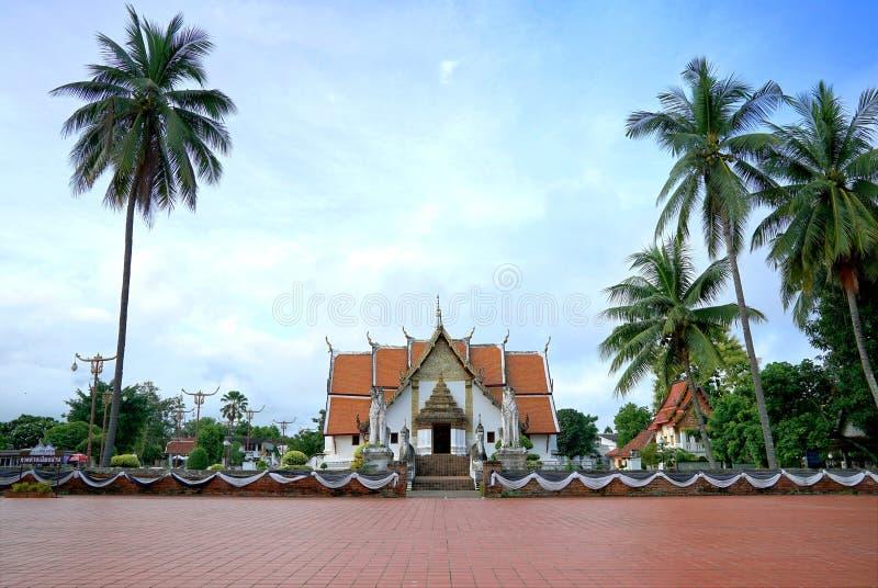 Wat Phumin o Phu Min Temple, el templo antiguo famoso en NaN imagenes de archivo