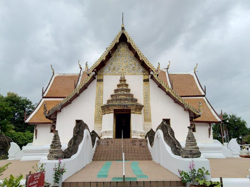 Wat Phumin på Nan i Thailand den främre sikten royaltyfri foto