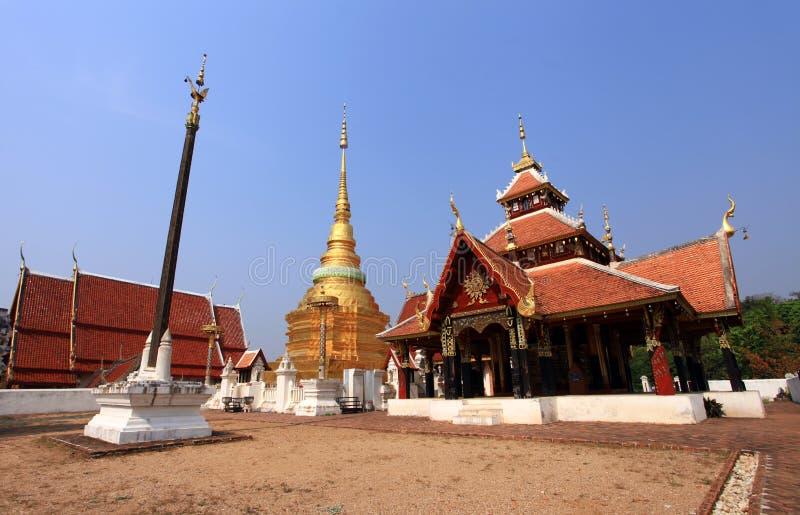 Download Wat Pong Sanook Nua. stock afbeelding. Afbeelding bestaande uit godsdienst - 29513535