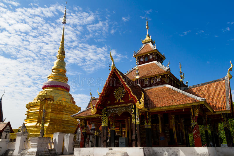 Wat Pong Sanuk Tai Temple na província de Lampang, Tailândia fotos de stock royalty free