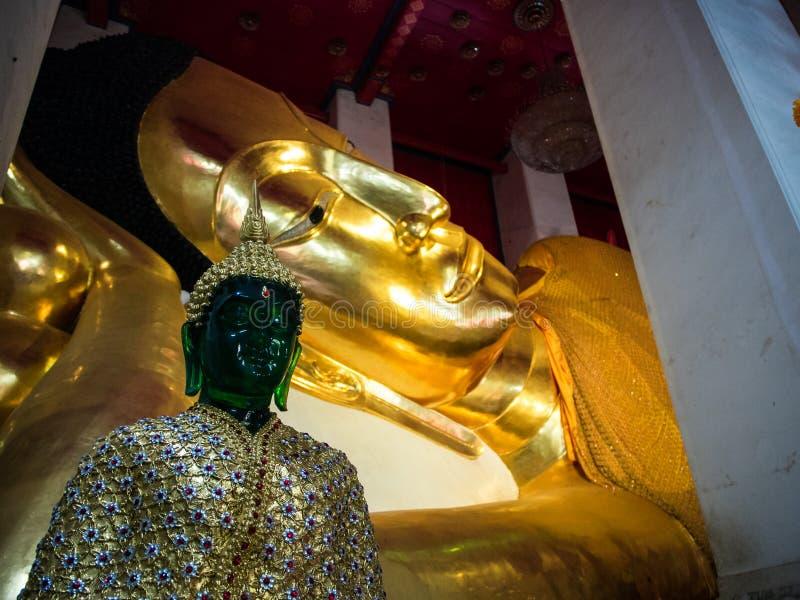 Wat Pranonjaksi, Bouddha étendu, Singburi, Thaïlande image stock