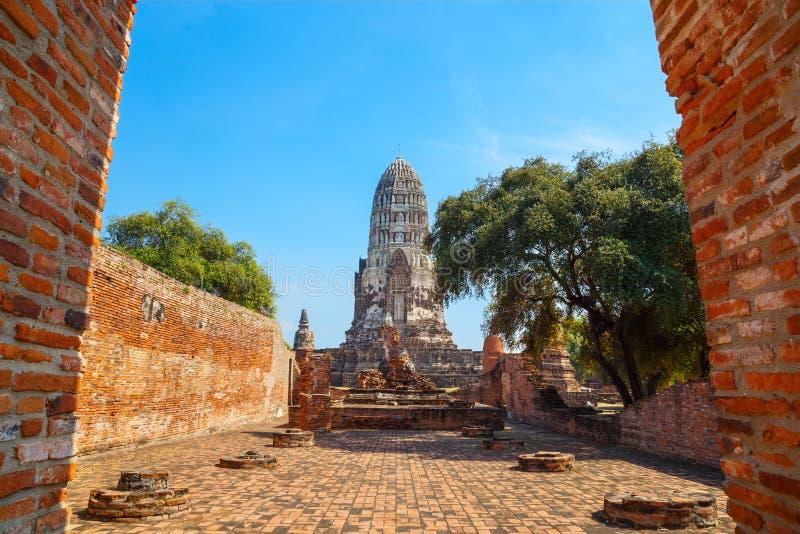 Wat Ratburana寺庙在阿尤特拉利夫雷斯历史公园,泰国 库存图片