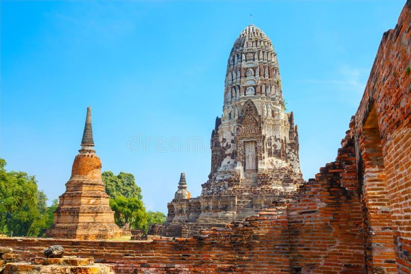 Wat Ratburana Temple no parque histórico de Ayutthaya, Tailândia imagem de stock