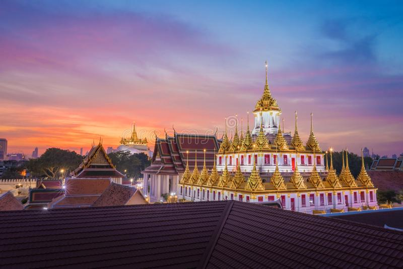 Wat Ratchanadda & Wat Saket a Bangkok Tailandia immagini stock