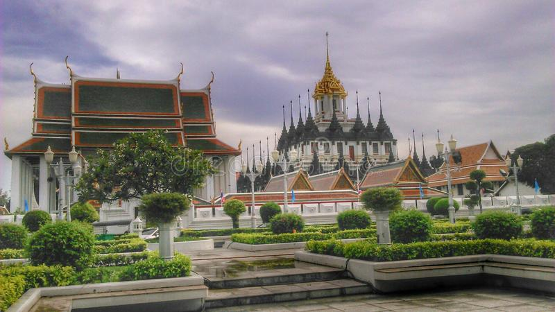Wat Ratchanaddha en Loha Prasada, Bangkok royalty-vrije stock afbeeldingen
