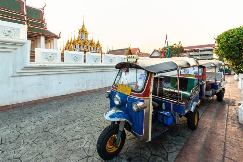 Wat Ratchanatdaram ou Loha Prasat são o templo que público é a maioria de marco do destino do turista em Banguecoque Tailândia imagem de stock royalty free