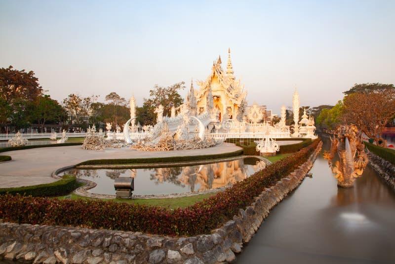 wat Rong Khun il tempio bianco famoso in Chiang Rai, Tailandia fotografie stock