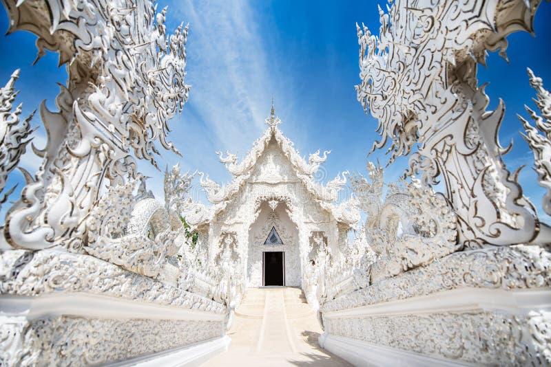 Wat Rong Khun, o templo branco é um templo budista não convencional contemporâneo imagem de stock royalty free