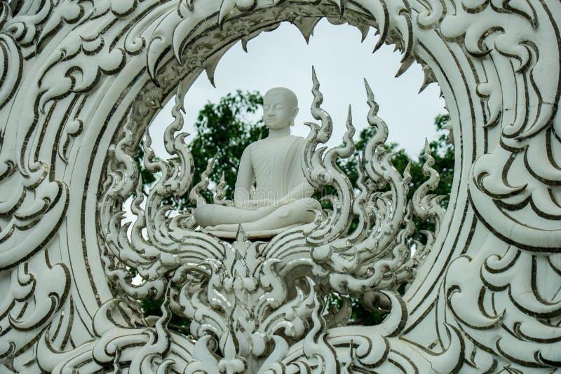 Wat Rong Khun, religion et art image stock