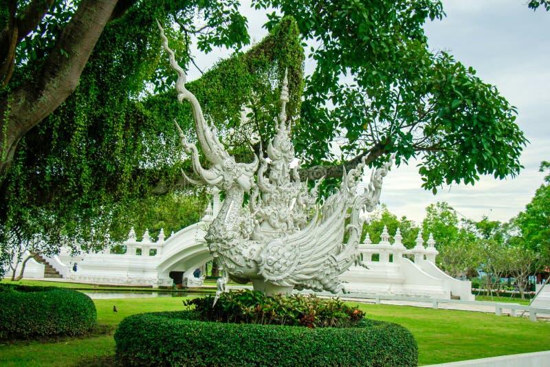 Wat Rong Khun, Religion und Kunst lizenzfreie stockfotos