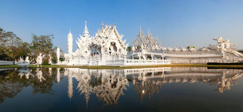 wat Rong Khun s?awna Bia?a ?wi?tynia w Chiang Raja, Tajlandia zdjęcia stock