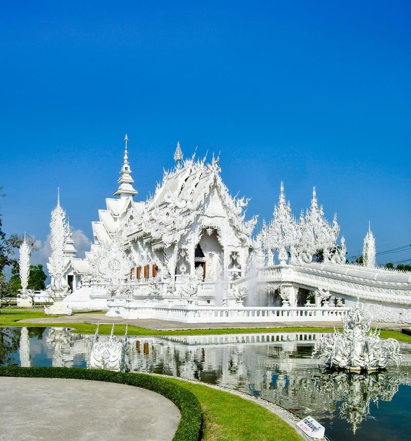 Wat Rong Khun - zadziwiająca biała świątynia w Chiang Raja, Tajlandia obrazy royalty free