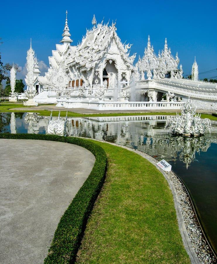 Wat Rong Khun - zadziwiająca biała świątynia w Chiang Raja, Tajlandia zdjęcia stock