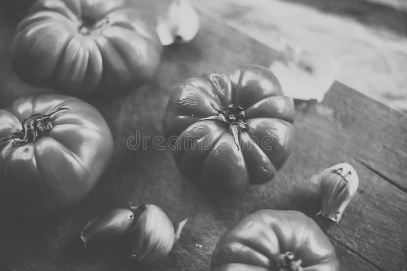 Wat rood tomaten en knoflook royalty-vrije stock foto's