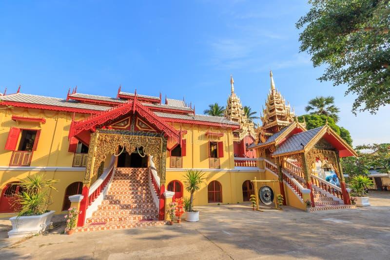 Wat Si Chum tempel, härlig kloster som dekoreras i Myanmar och Lanna stil på Lampang, Thailand royaltyfria foton