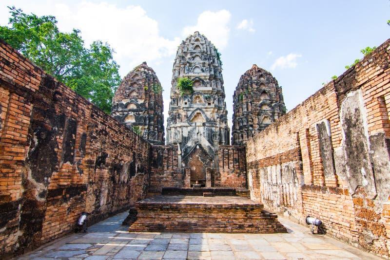 Wat Si Sawai Sri Savaya no templo grande do estilo do Khmer de Sukhothai A em Sukhothai imagens de stock