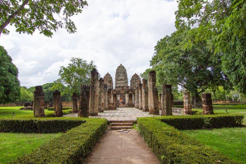 Wat Si Sawai Sri Savaya no templo grande do estilo do Khmer de Sukhothai A em Sukhothai fotografia de stock