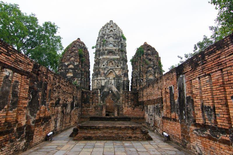 Wat Si Sawai Sri Savaya no templo grande do estilo do Khmer de Sukhothai A em Sukhothai de templos grandes no parque histórico de fotografia de stock royalty free