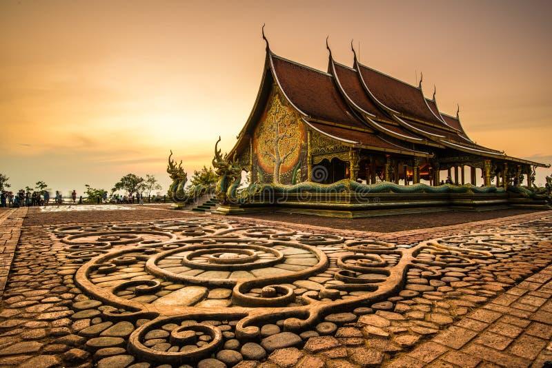 Wat Sirindhornwararam härlig buddistisk tempel för turism in royaltyfria foton