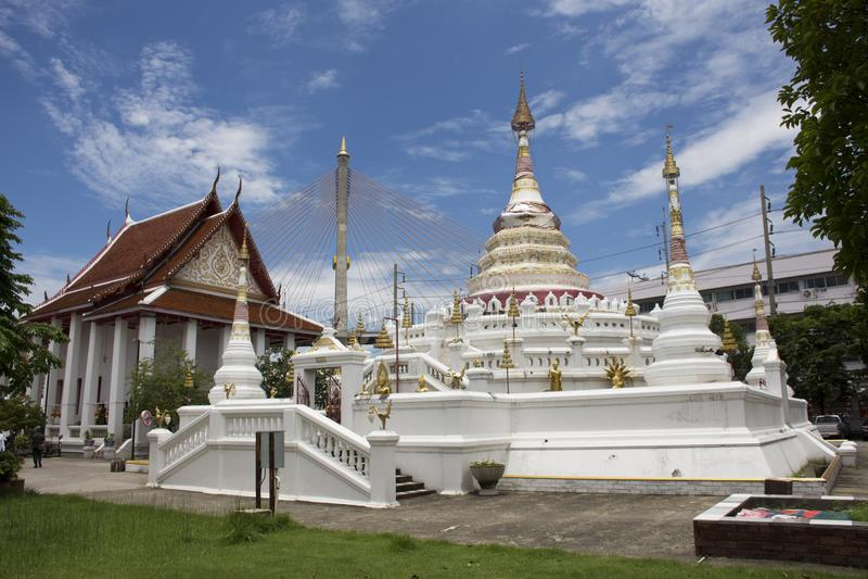 Wat Songtham Worawihan em Amphoe Phra Pradaeng em Samut Prakan, Tailândia fotografia de stock