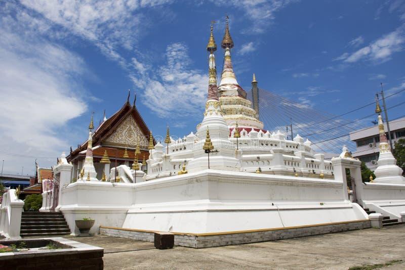 Wat Songtham Worawihan em Amphoe Phra Pradaeng em Samut Prakan, Tailândia imagem de stock