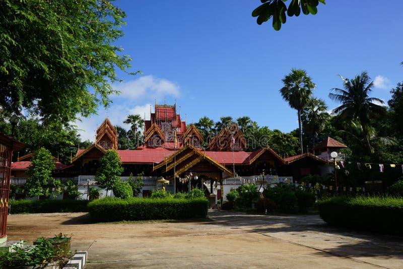 Wat Sri Rong Muang Lampang Thailand timmerarkitektur royaltyfri foto
