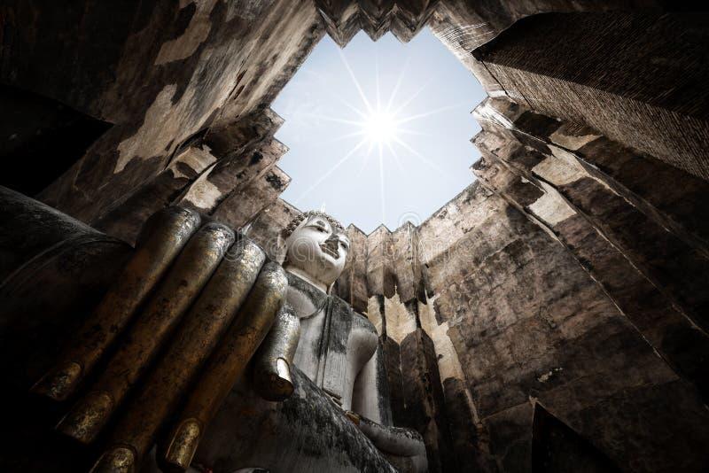 Download Wat Srichum fotografia stock. Immagine di mano, seduta - 56891552