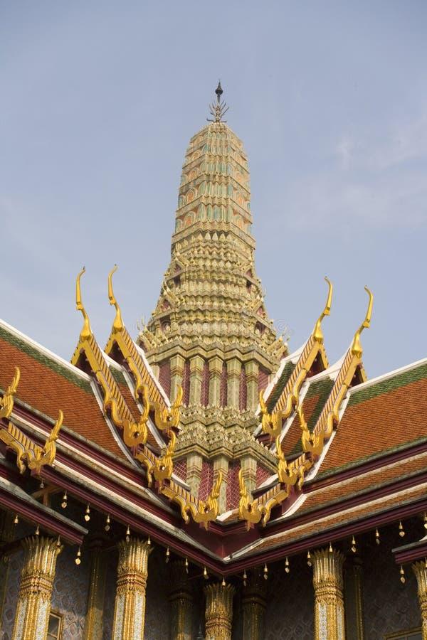 wat stupa phra keo богато украшенный стоковые изображения