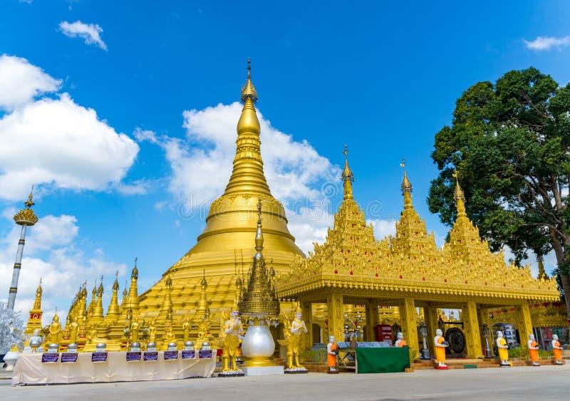 Wat Suwan Khiri, Simulation goldener Shwedagon-Pagode, Ranong, stockfoto