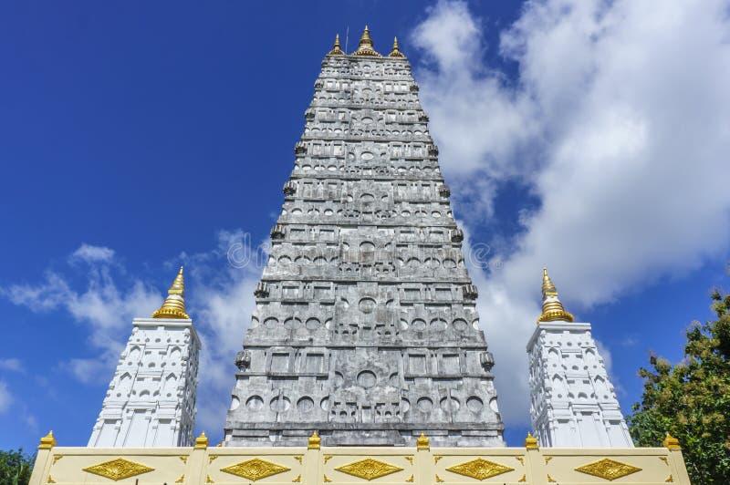 wat suwannapradit寺庙的塔在素叻他尼,泰国 免版税库存照片