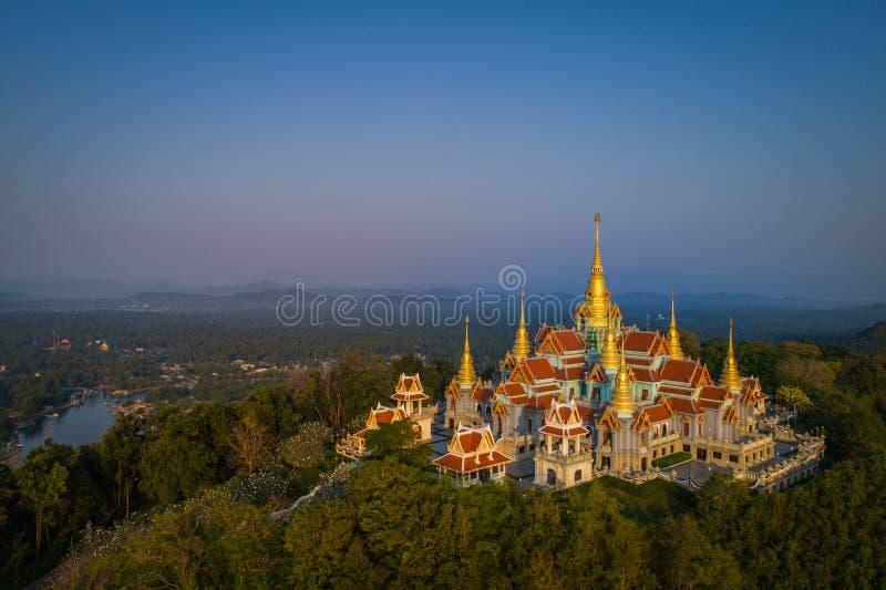 Wat Tang Sai Beau temple sur le dessus de la montagne photos stock