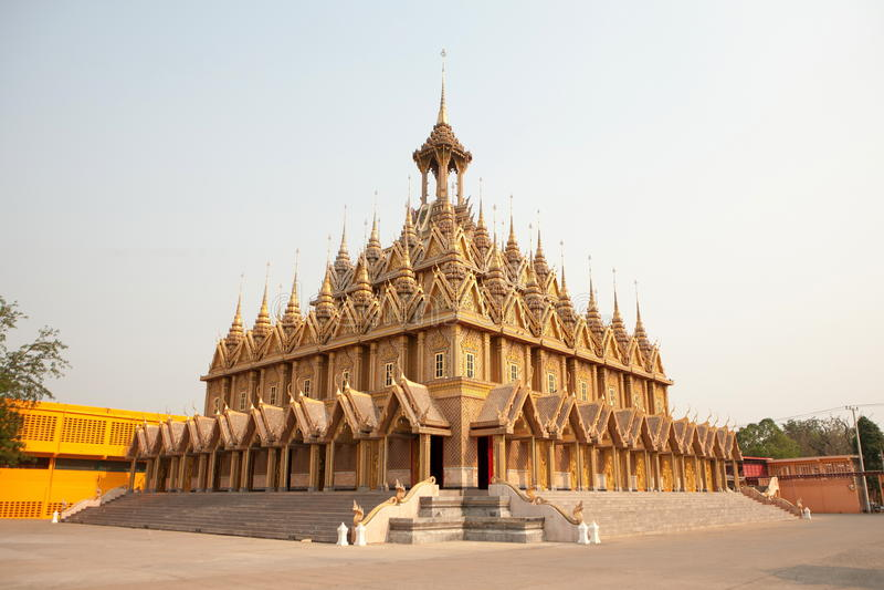 Wat Tha Sung Castle Gold fotografia stock libera da diritti