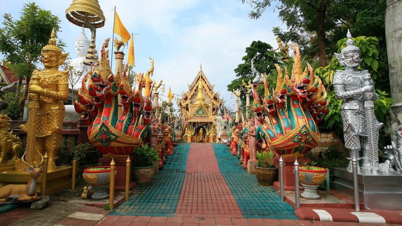 Wat thailändsk ingång som har härliga konstgarneringar fotografering för bildbyråer